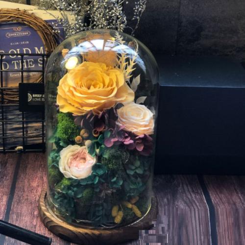 Стабилизированные розы в колбе